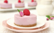 Mini Raw Raspberry Cheesecakes