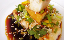 Low fat crunchy salad with chilli tofu