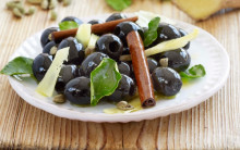 Spanish olives marinated in ginger, cinnamon and cardamom