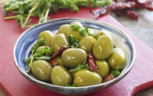 Spanish olives marinated in oregano and chillies