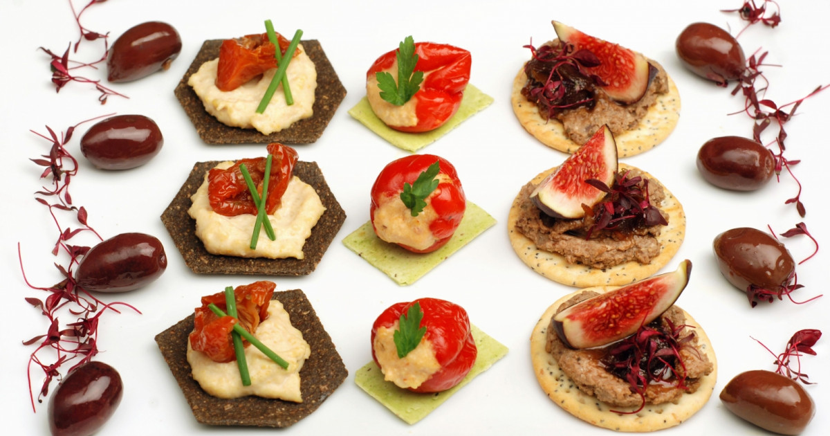 A trio of canapes vrc for Canape 4 kinds