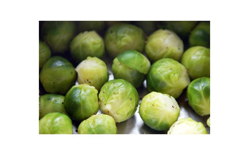Steamed Brussels Sprouts with Black Pepper