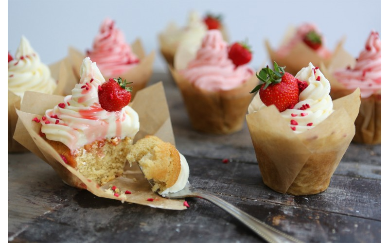 Strawberries & Cream Cupcakes