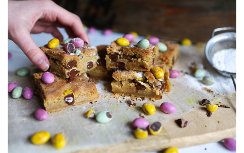 Mini Egg Cookie Traybake