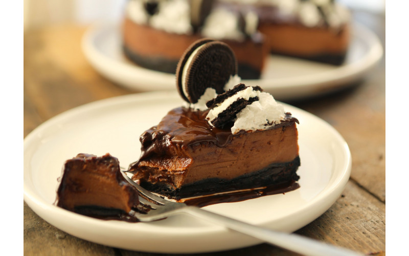 Vegan Baked Chocolate Oreo Cheesecake (and no it's not healthy!)