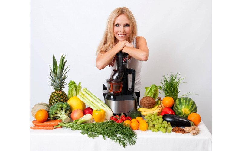 juicing with Anneka Swenska