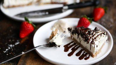 No-bake Light & Fluffy Vanilla Cheesecake (no cashews)